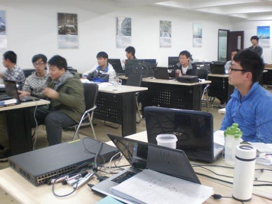 刘筠松同学与第八期就业集训学员交流分享学习历程