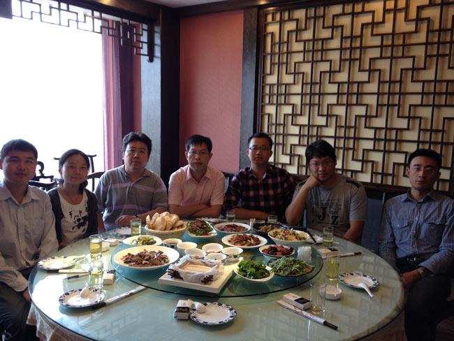 北京金桥世纪领导双节慰问中泰信达济南办事处工作人员